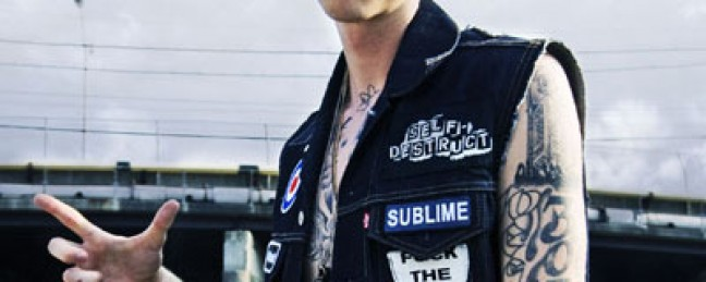 """Machine Gun Kelly Feat. Young Jeezy """"Hold On"""" [DOPE!]"""